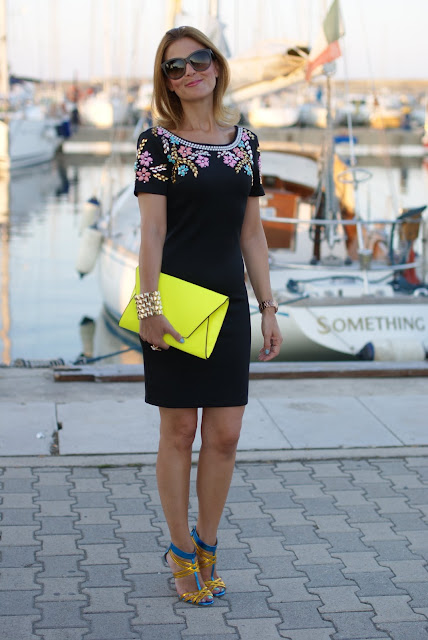 summer elegant outfit, black beaded dress, abito perline, Icone shoes, Chi Chi London dress, neon yellow clutch, Fashion and Cookies