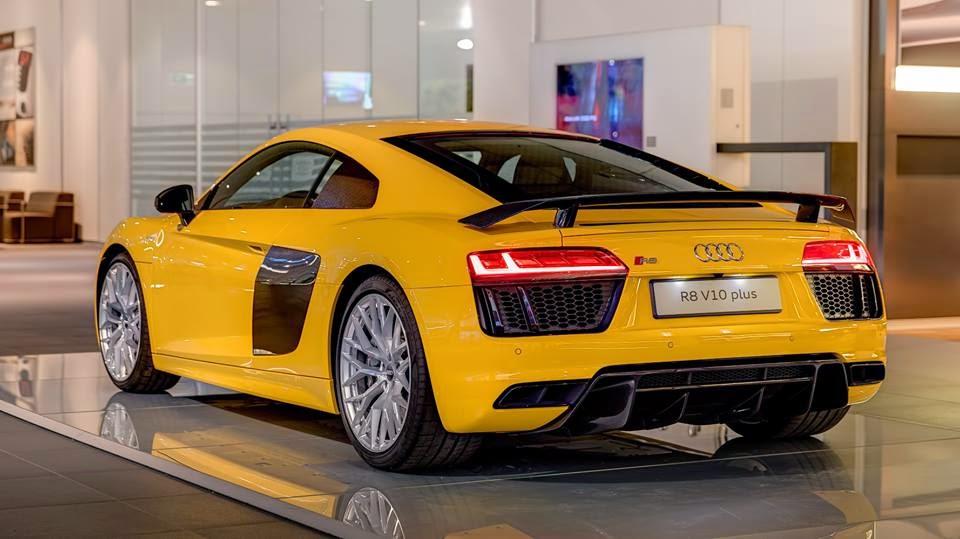 Audi R V Plus Vs Mercedes Amg Gts