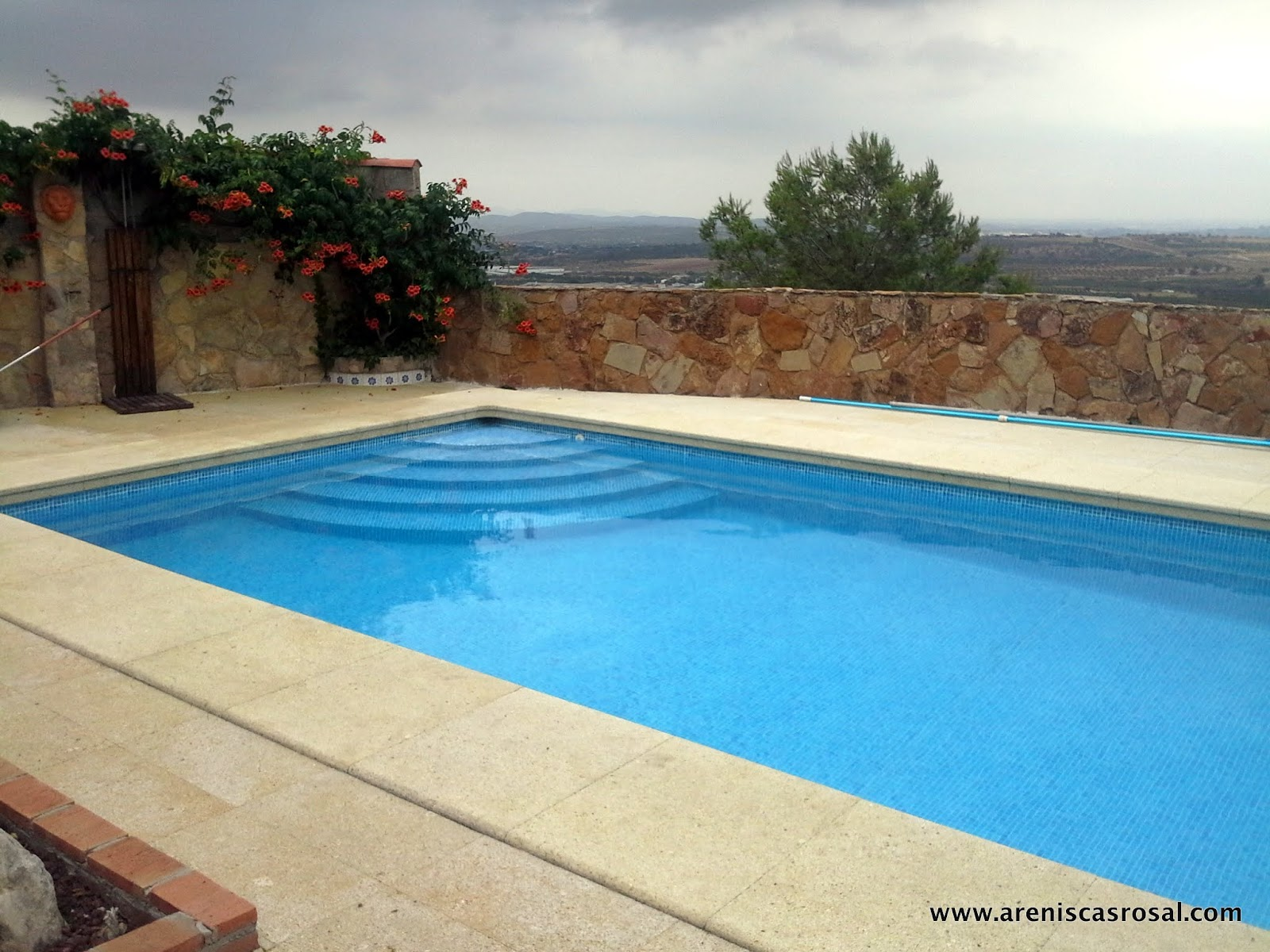 Coronacion de piscina y pavimento albamiel areniscas rosal s a - Coronacion de piscinas ...
