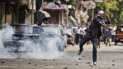Para pelajar Mesir bercakaran akibat kemelut merebak ke kampus