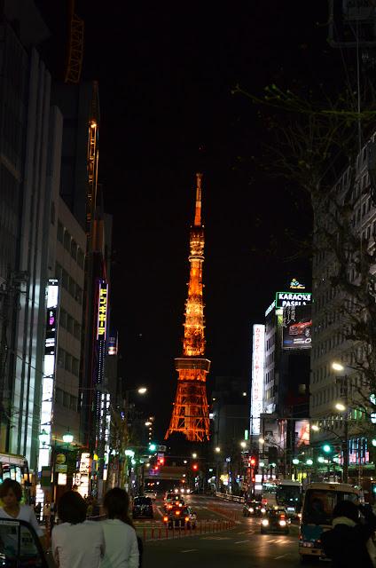 View of Tokyo tower from Roppongi street(六本木通りから東京タワーの眺め)