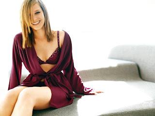 Bridget Fonda Hot