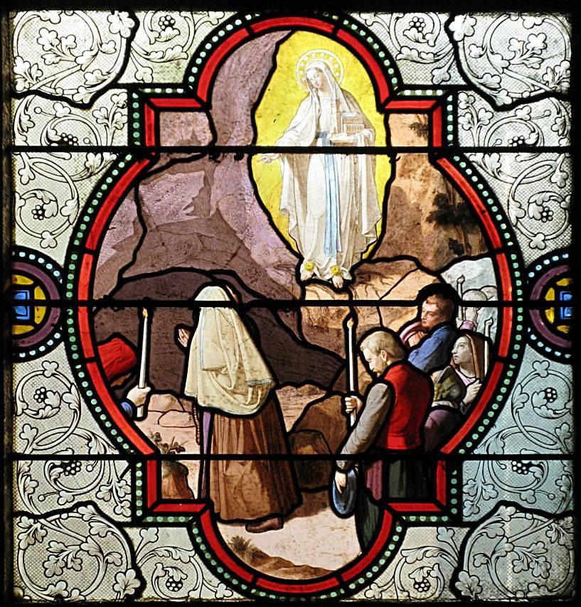 Nossa Senhora manda a Santa Bernadette cavocar a terra e procurar água. Vitral da basílica de Lourdes.