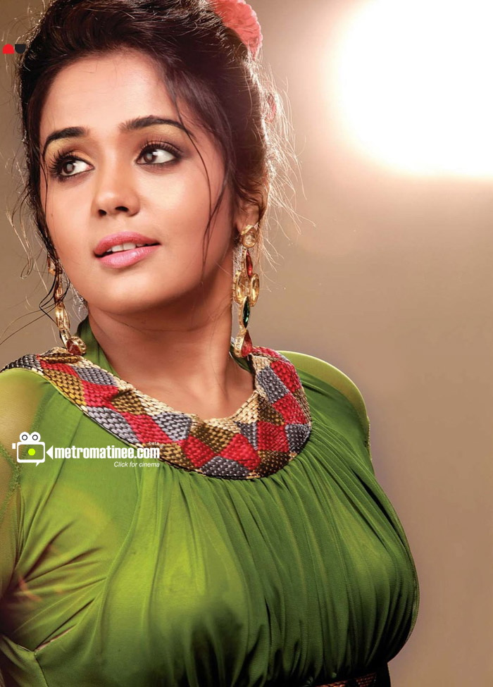 Actress Ananya Hot Saree Ananya aka ayilya latest hot