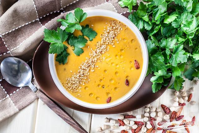 zupa z ciecierzycy na mleku kokosowym, zupa z ciecierzycy, zupa z mlekiem kokosowym, ciecierzyca, mleko kokosowe, zupa pomidorowa z ciecierzycą, zupa pomidorowo kokosowa, kraina miodem płynąca