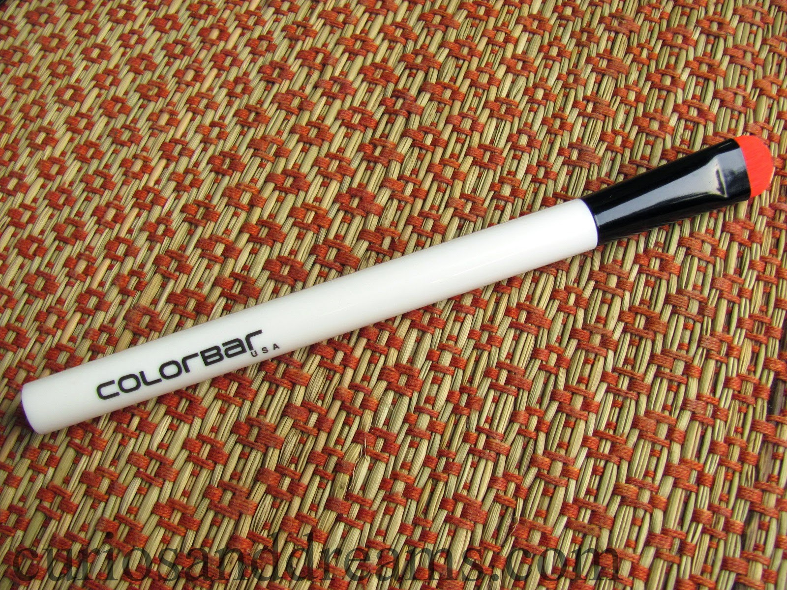 Colorbar Eyelluring Eyeshadow Brush Review