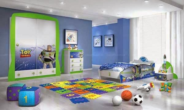 Idea for boys with blue paint toy decorating