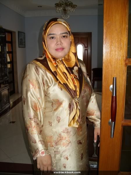 Suri Rumah Bertudung melayu bogel.com