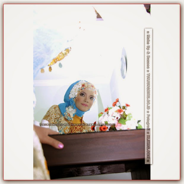 Pesona Hijab Biru di Padukan Warna Kuning Nan Elegan dengan Sentuhan Make Up Minimalis yang Menawan | Perancang Busana & Tata Rias oleh TUNJUNGBIRU.CO.ID Rias Pengantin Purwokerto | Foto oleh Fotografer2 KLIKMG.COM Fotografi Purwokerto