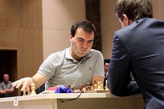 Le joueur d'échecs azéri Mamedyarov face au Russe Karjakin © site officiel