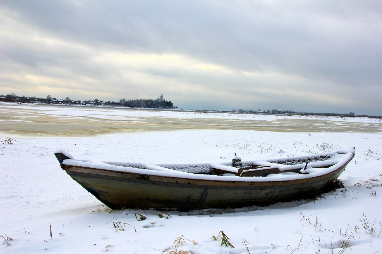 Зимние фото лодок. Лодки на берегу