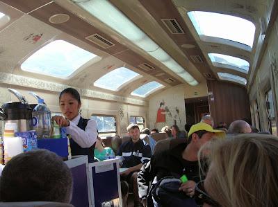 Interior del tren al Machu Picchu, Perú, La vuelta al mundo de Asun y Ricardo, round the world, mundoporlibre.com