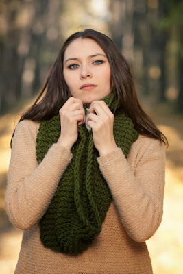 https://www.etsy.com/listing/166925244/forest-green-cozy-knitted-infinity-scarf?ref=related-5