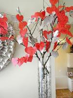 Украса за Свети Валентин от хартия - дърво със сърца