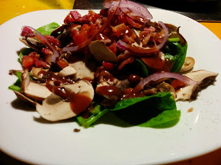 Salad with spinach and mushrooms, blog