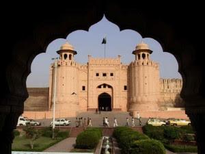 http://2.bp.blogspot.com/-rV6dzqaD99c/UIfneR28IfI/AAAAAAAACso/1uUIv-lj0bM/s400/Benteng+dan+Shalamar+Gardens+di+Lahore.jpg