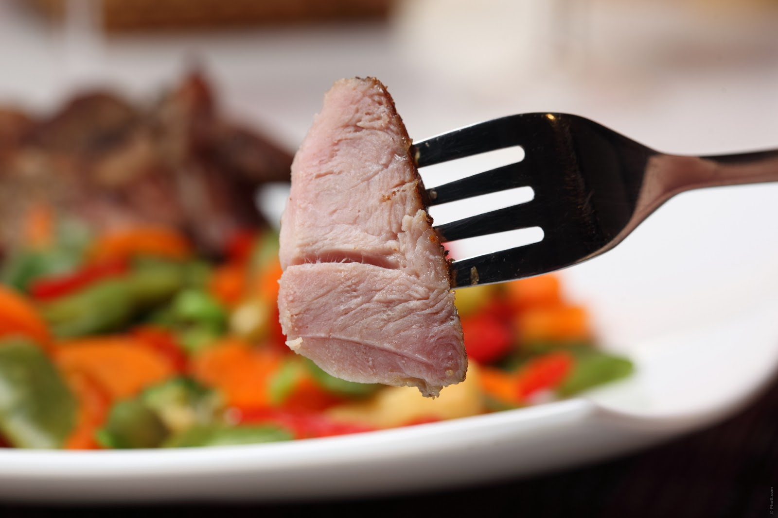 Quem cuida da alimentação de 2° a 6° feira, emagrece e pode cometer alguns exageros no fim de semana...