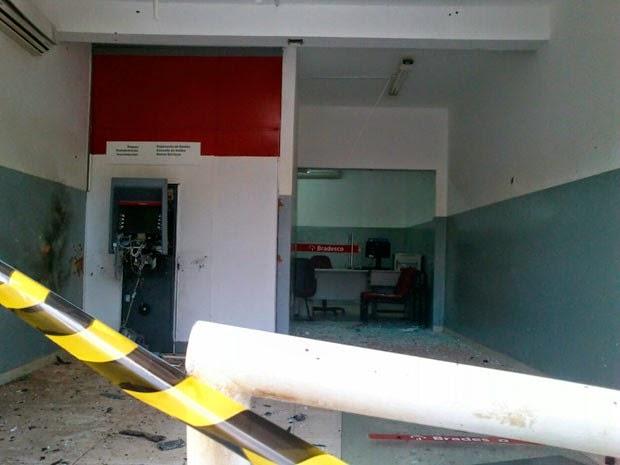 Caixa é explodido em Caranana, na Bahia (Foto: Divulgação/PC)