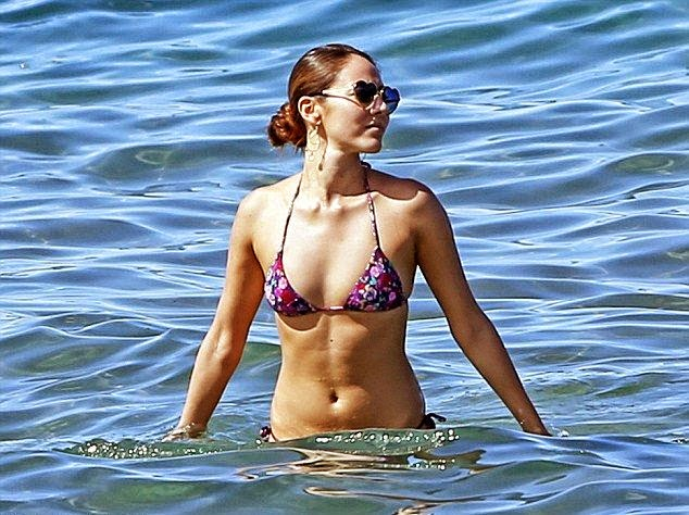 Jessica Michibata displayed her fit and toned physique on holiday at Maui, Hawaii on Monday, October 20, 2014.