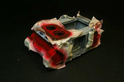 Vista izquierda del razorback pintado de Rojo Fuego de Vallejo Model Air