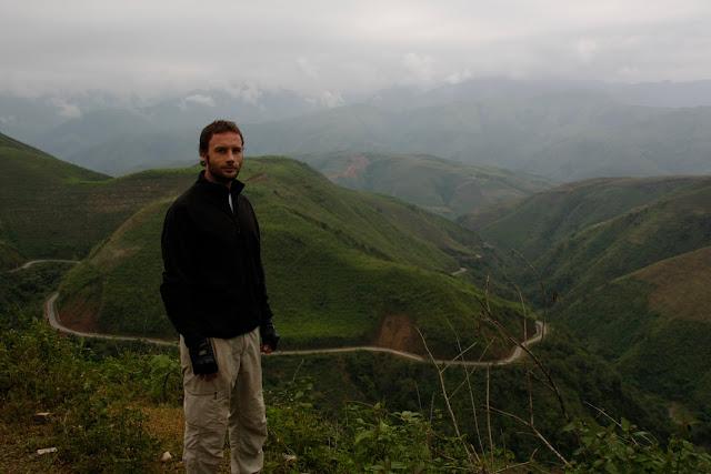 Recorrido entre las montañas al N. de Vietnam.