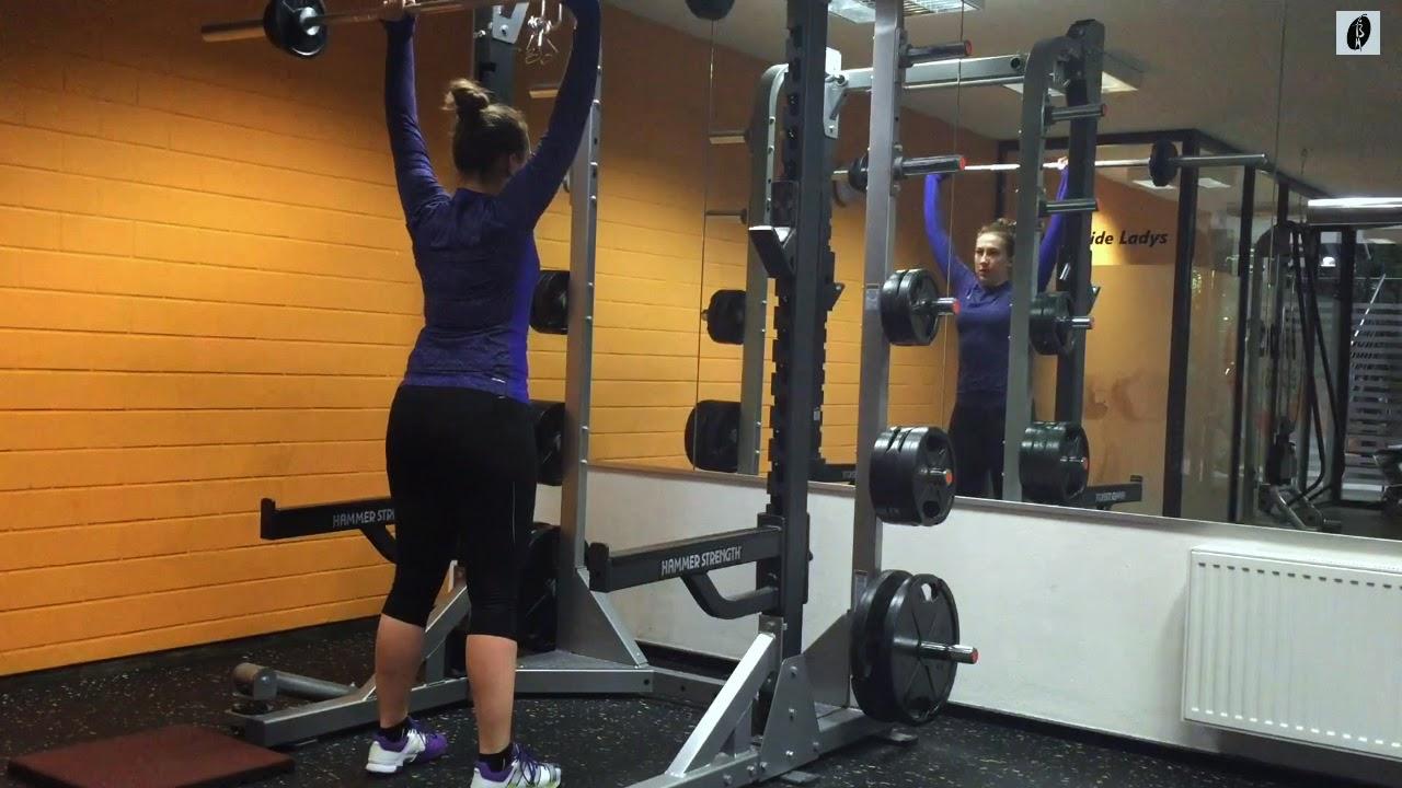 Czy poprawiać ludzi na siłowni?
