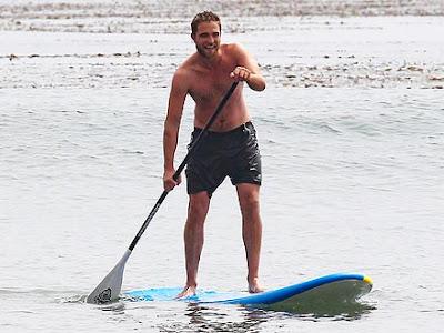 Robert-Pattinson-Shirtless-in-Malibu