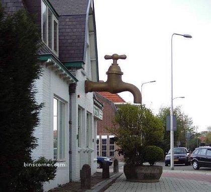 tap statue