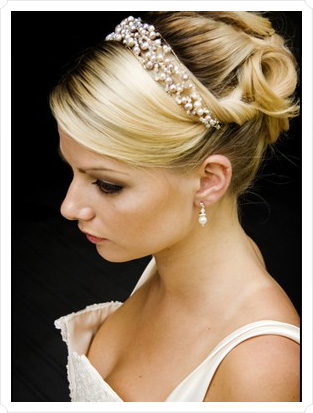 bride hairstyles 2017 : Wedding Hairstyles with Headband - Hairstyle Ideas for Brides