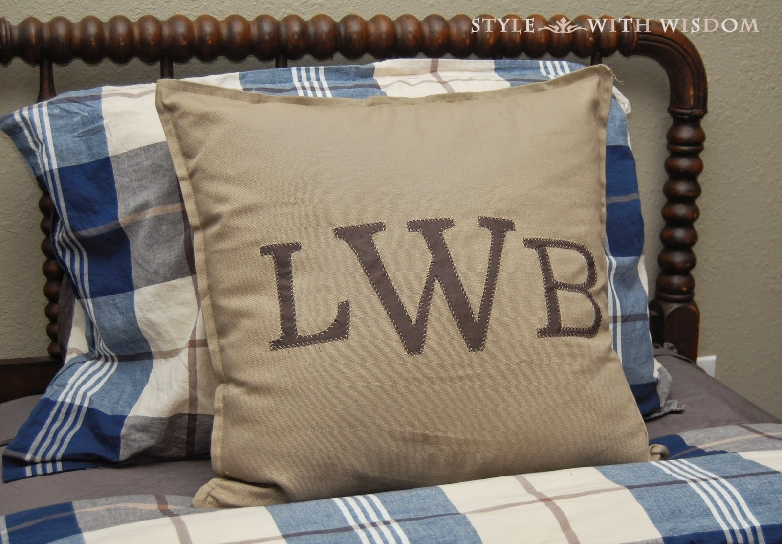 monogram applique tutorial pillow