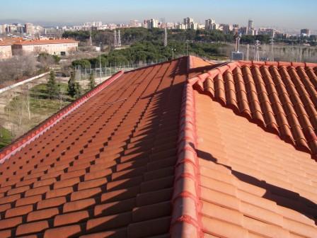 Mantenimiento anual de tejados de teja mixta en madrid for Tejados prefabricados