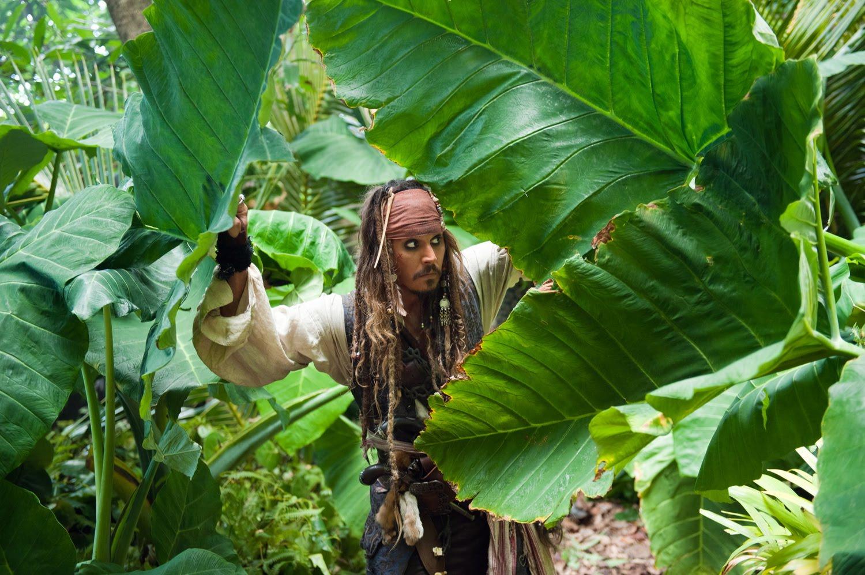 http://2.bp.blogspot.com/-rWkO8JZ_Uz4/UK5-rUeOdjI/AAAAAAAAAgg/CZqZo2SvYic/s1600/piratas-del-caribe-4-en-mareas-misteriosas-walt-disney-johnny-depp-jack-sparrow-capitan.jpg