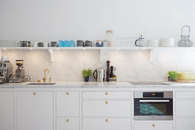 W Domu Marty Kuchnia W Bieli Przyprawiona Złotem