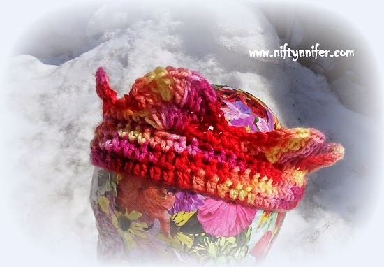 Free Crochet Pattern ~Basicically Beautiful Crown http://www.niftynnifer.com/2014/04/free-crochet-pattern-basicically.html #Crochet #Crown #Crochetprincess