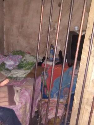 Jovem é mantida em cárcere privado na Bahia (Foto: 77ª CIPM de Vitória da Conquista/ Divulgação )