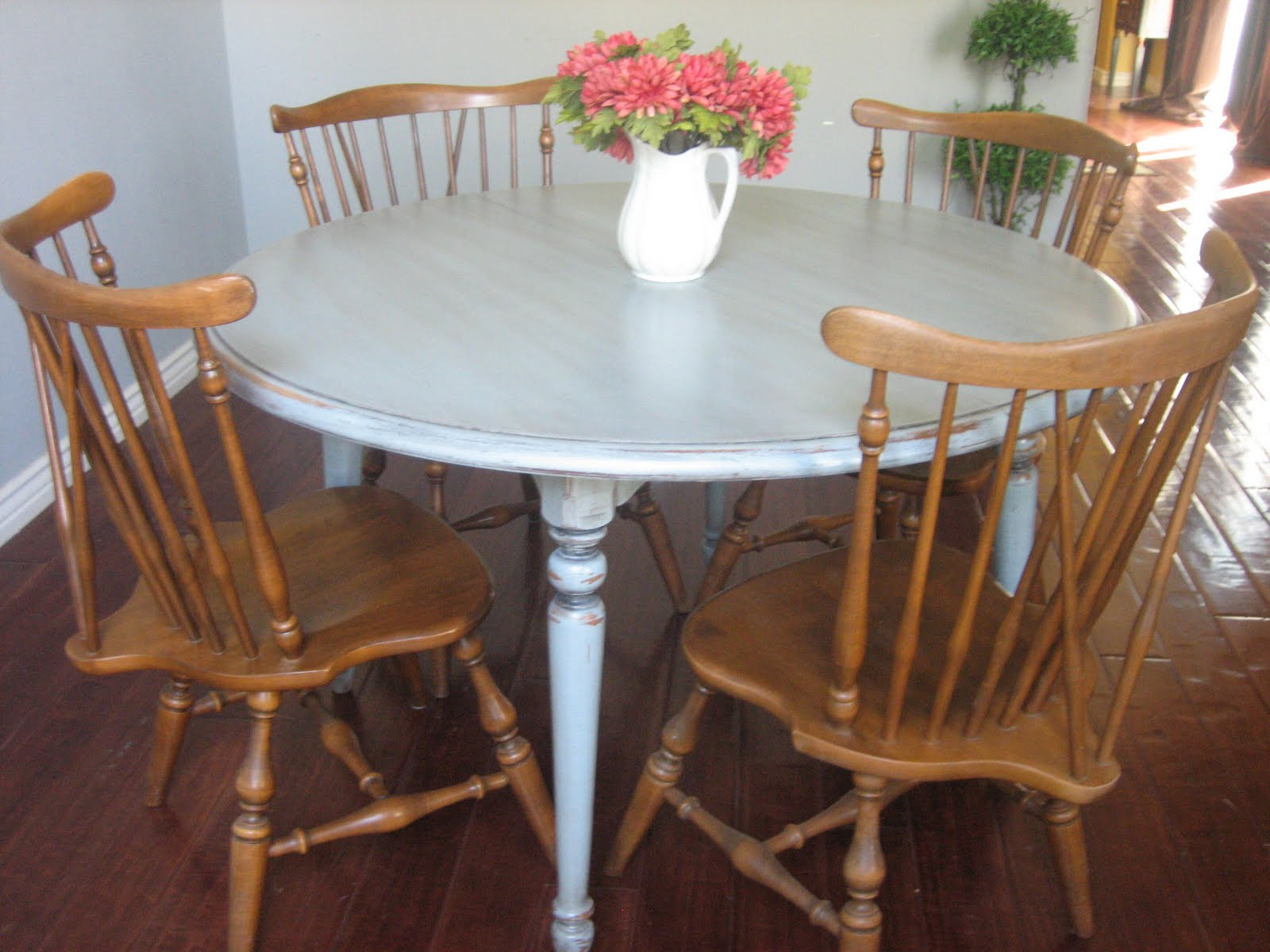 European Paint Finishes Ethan Allen Table & Chairs