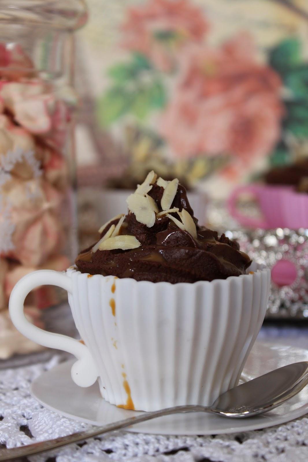 cupcake-taza-de-chocolate-y-dulce-de-leche