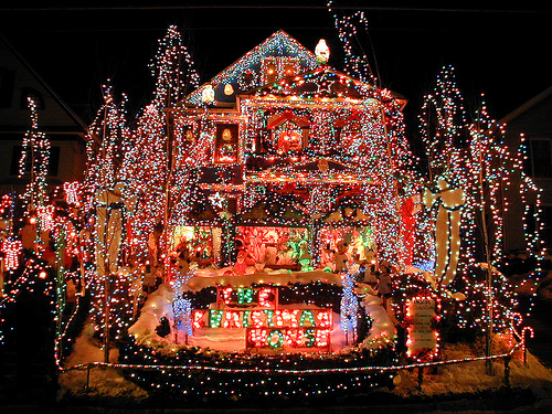 Unique christmas decorations christmas lights the for Exterior xmas lighting ideas
