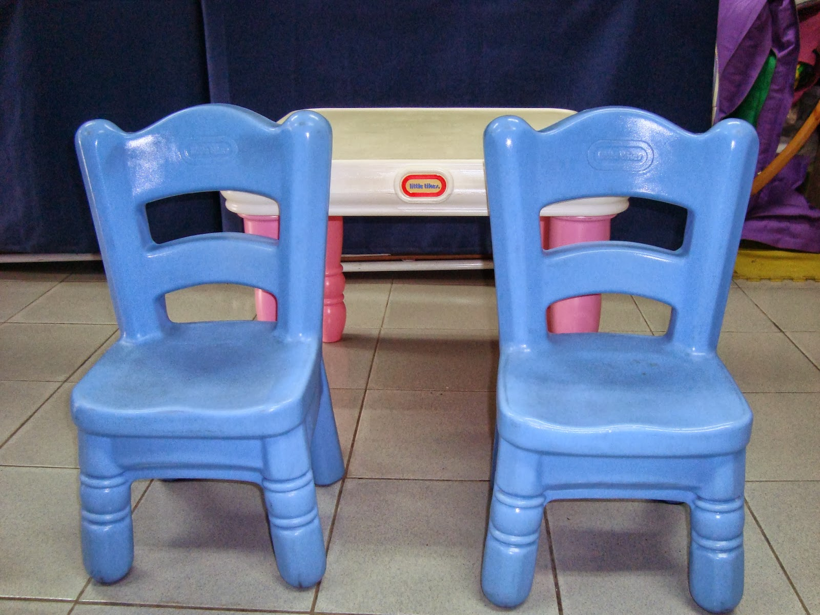 preloved toysworld thetottoys little tikes victorian tender heart table chairs euc. Black Bedroom Furniture Sets. Home Design Ideas