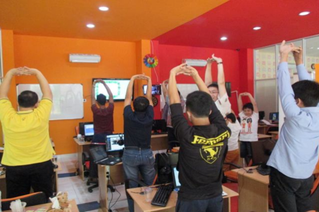 Stretching atau peregangan pada Tempat Kursus Website, SEO, Desain Grafis Favorit 2015 di Jakarta
