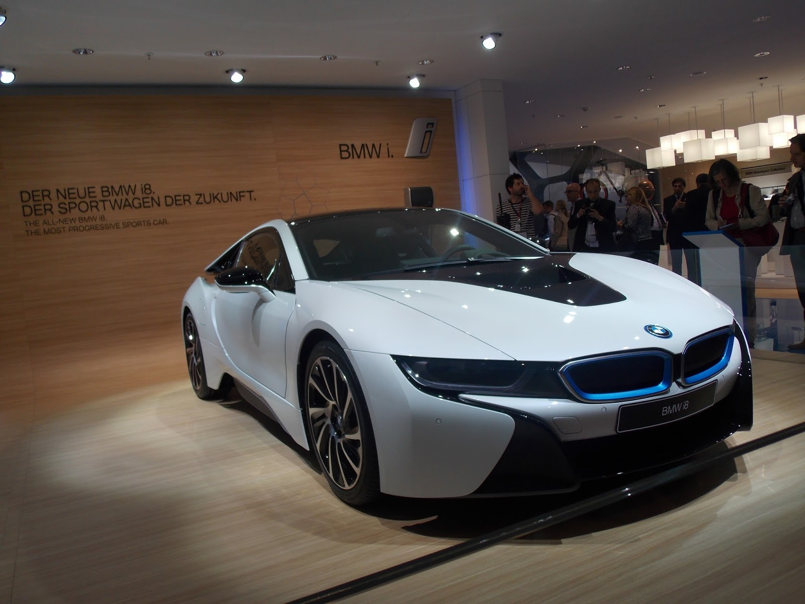 voiture du futur la technologie de la bmw i8. Black Bedroom Furniture Sets. Home Design Ideas