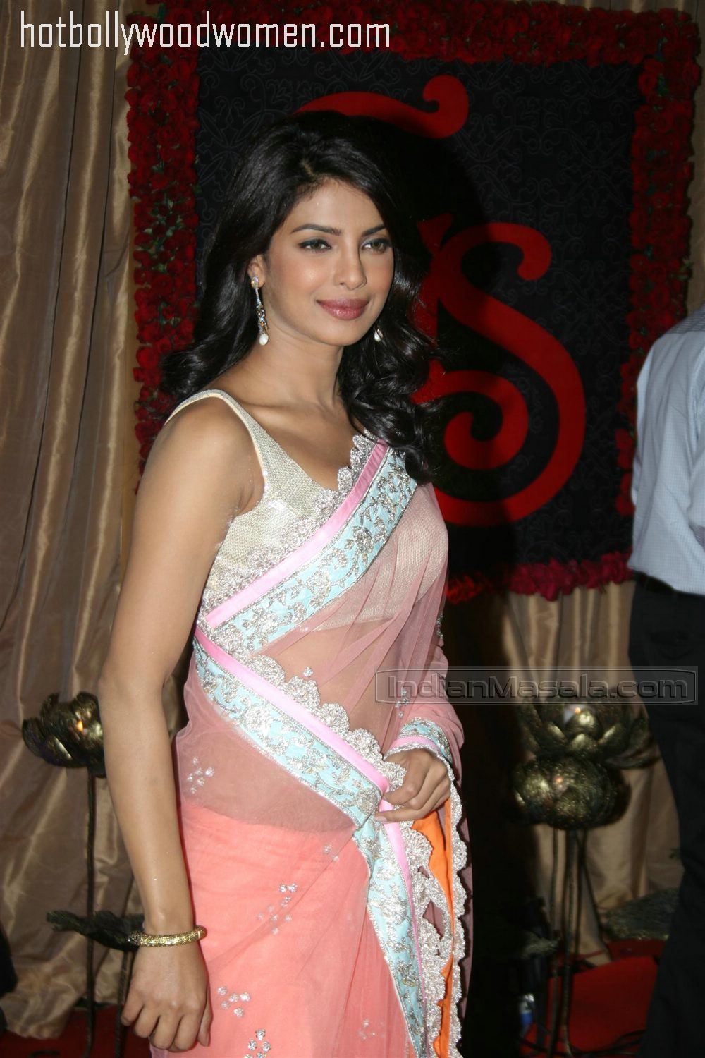 Priyanka chopra in sexy saree
