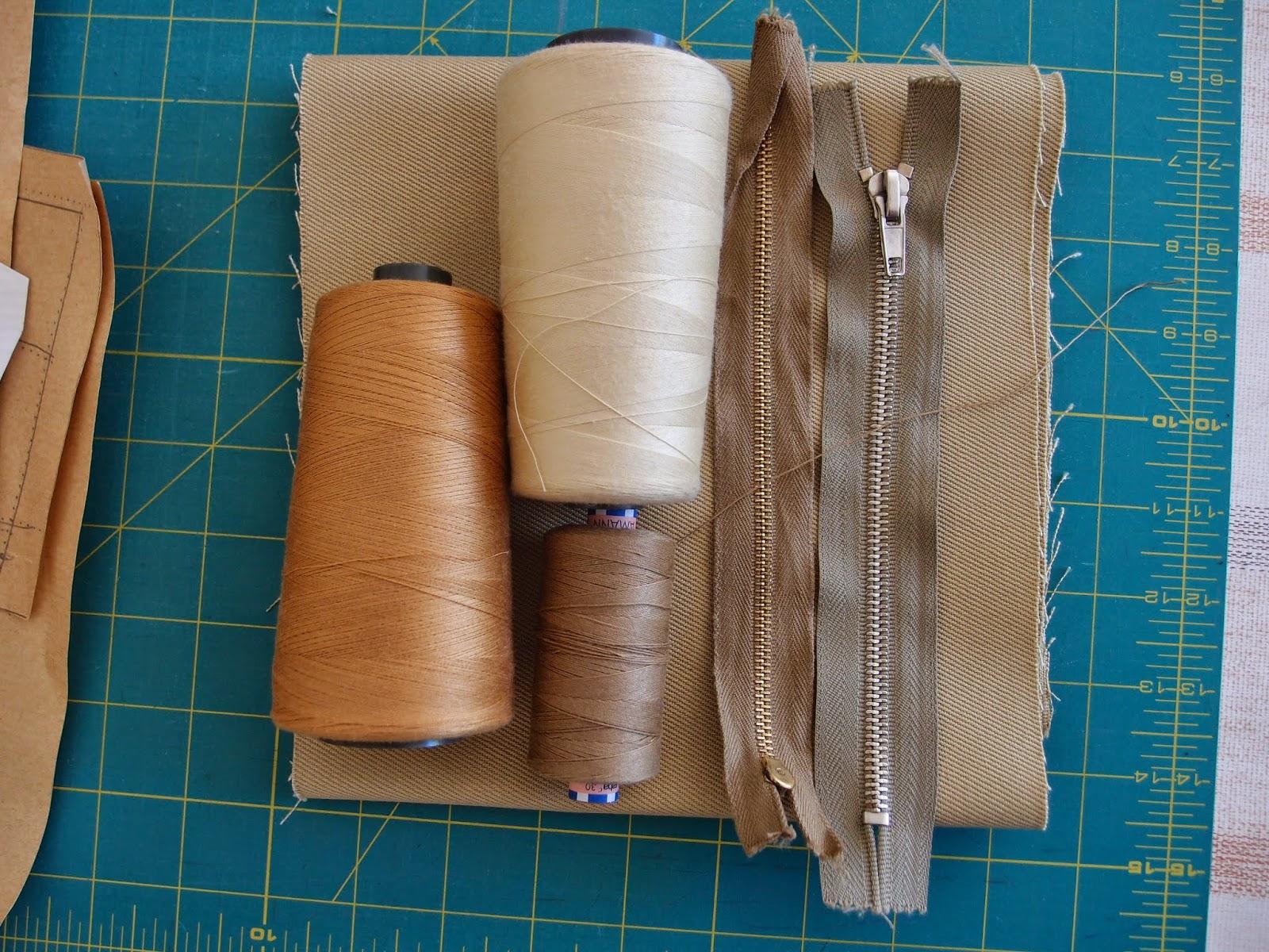 купчината материали за дънки в бежаво