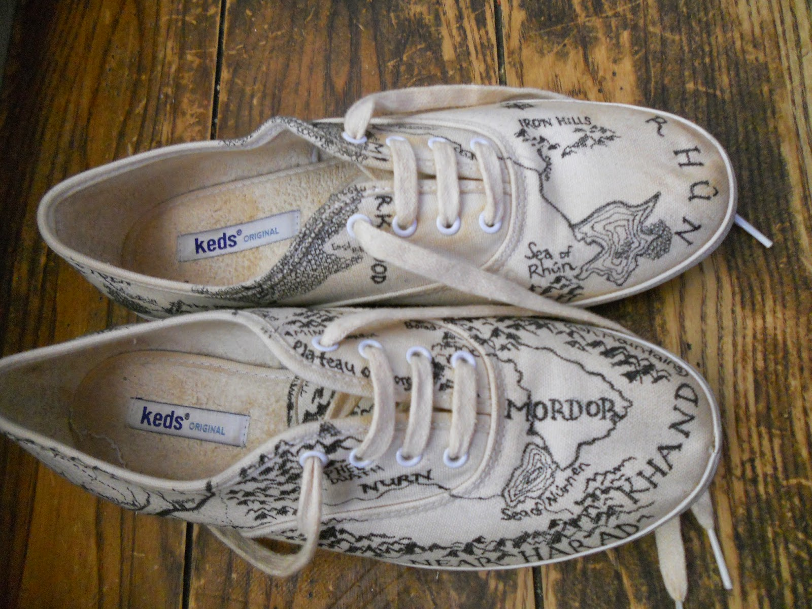 easy peasy fiction diy middle earth map shoes lord of the rings
