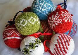 Dekoracyjne bombki świąteczne
