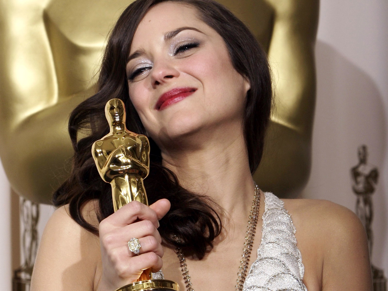 http://2.bp.blogspot.com/-rZs5iHML1-0/UAAyjiS0BSI/AAAAAAAAAis/5MAQ7rgg4B8/s1600/Marion-Cotillard-Celebrities-Wallpapers-1.jpg