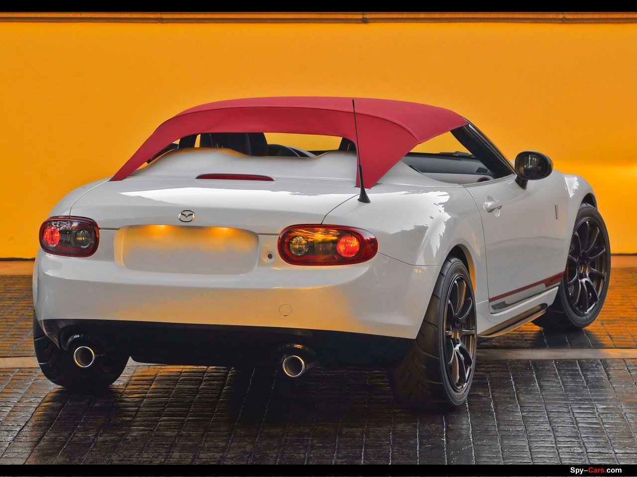 http://2.bp.blogspot.com/-rZwgB5oNEbA/TrO8lTy_9qI/AAAAAAACRVE/kpafqBoTLgo/s1600/Mazda-MX-5_Spyder_Concept_2011_007.jpg