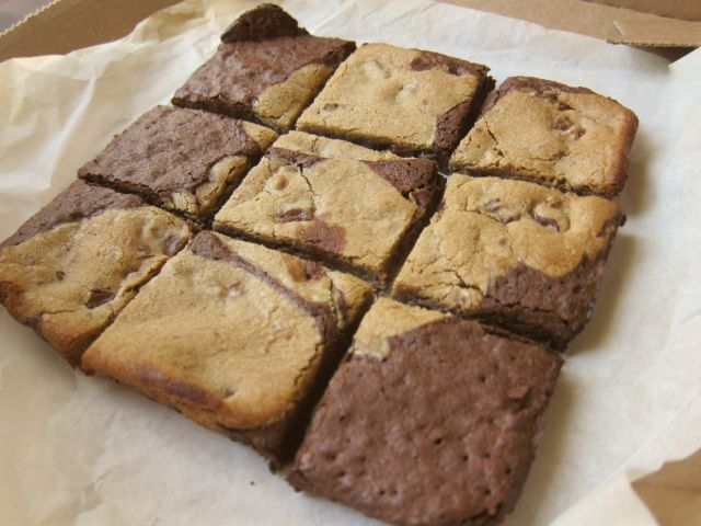 Food Reviews From The Basement: Domino's Marbled Cookie Brownie