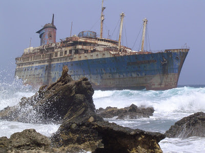 أفضل صور عام 2006، سفينة أمريكية من فويرتيفنتورا في جزر الكناري