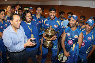 Mumbai-team-celebration-IPL-2013